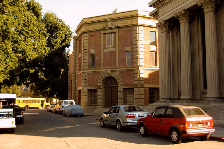 "Ezra Fitz's apartment building in ""Pretty Little Liars"" at Warner Bros. Studio"